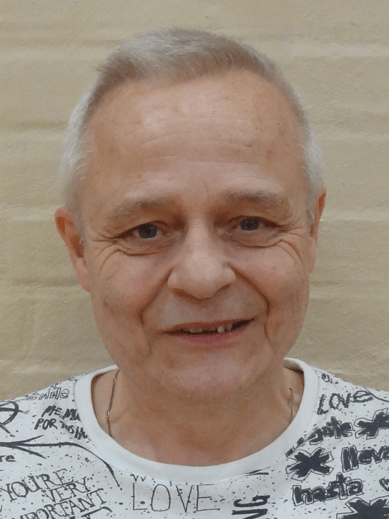 Erik Lou : Holdleder
